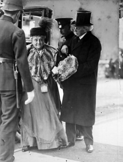 Sir Wilfrid and Lady Laurier's golden wedding anniversary / Sir Wilfrid et lady Laurier, le jour de leurs noces d'or