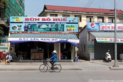 Bún bò Huế restaurant exterior