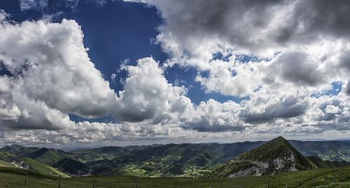 italy panorama clouds landscape nuvole mount nubes monte marche montepetrano petrano mountpetrano