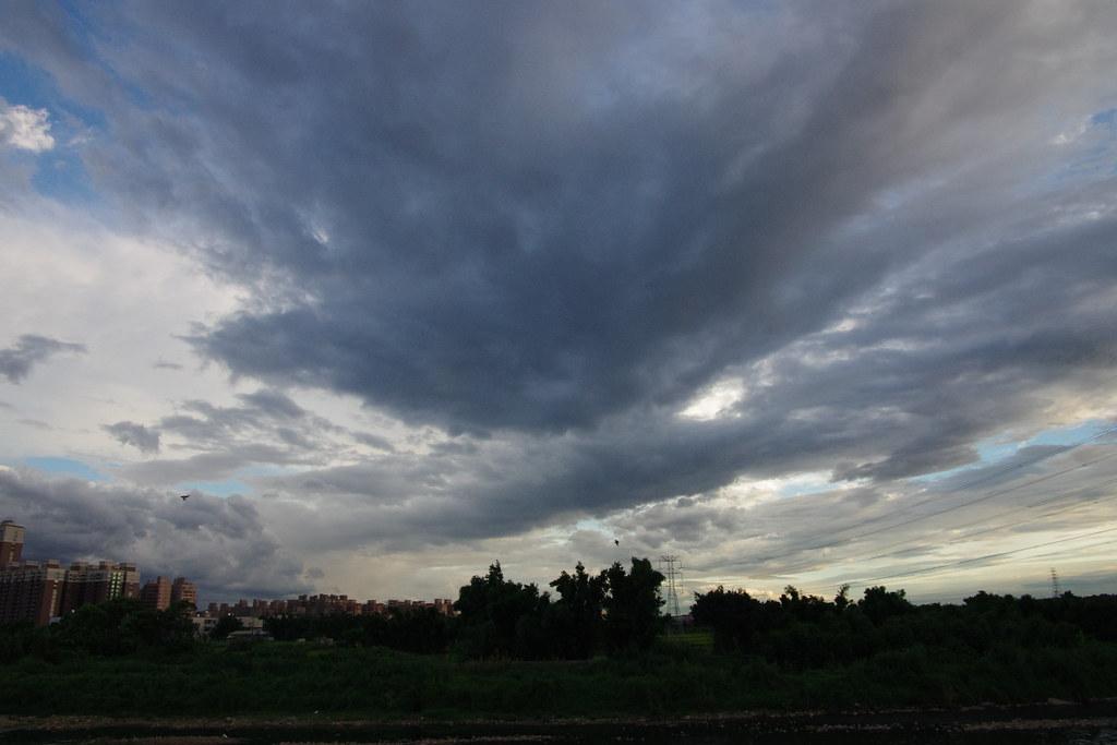 今天的雲很多戲