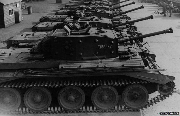 克伦威尔的坦克在一排