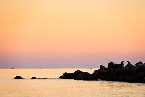 sunset sea people españa beach water canon landscape atardecer mar fishing spain agua rocks playa paisaje seawall fisher dslr rocas pescador pescando ceuta rompeolas 60d carloslarios