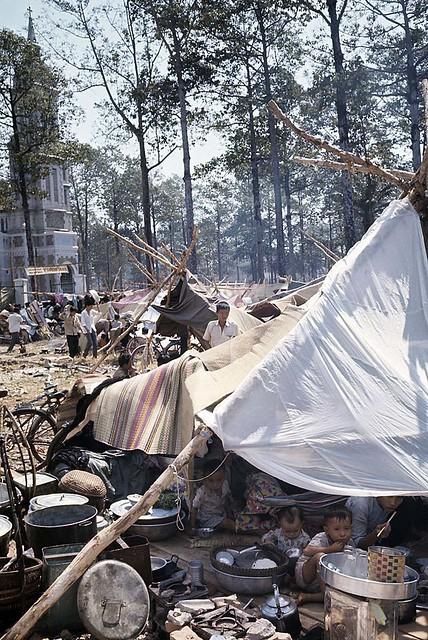 SAIGON 1968 - Teepee town for refugees. Trại tạm cư nạn nhân chiến cuộc Tết Mậu Thân tại Ngã sáu Chợ Lớn