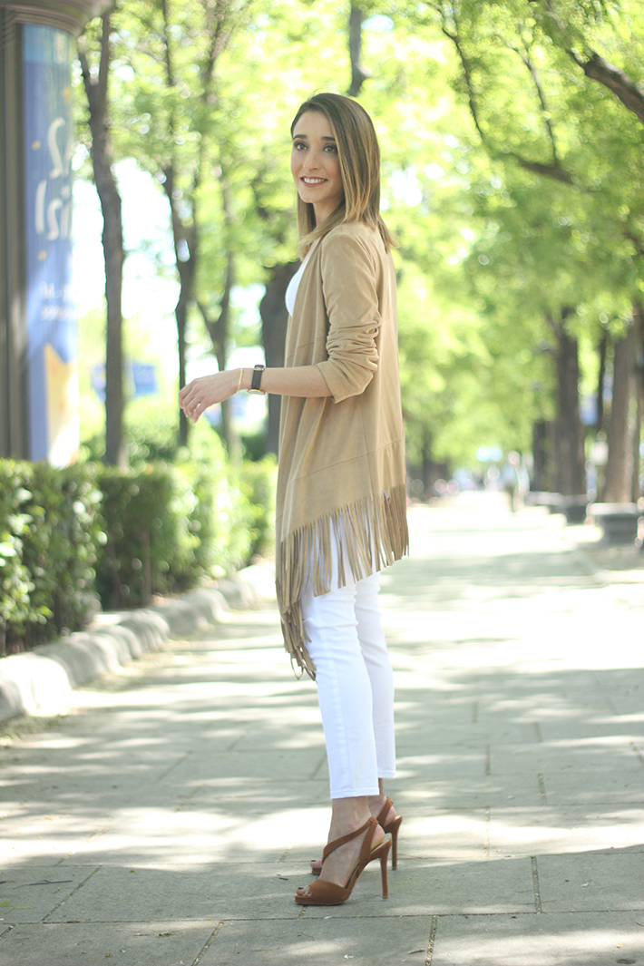 White Outfit With A fringed jacket07