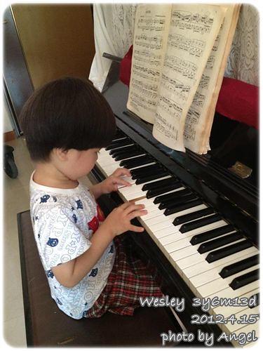 120415-彈鋼琴