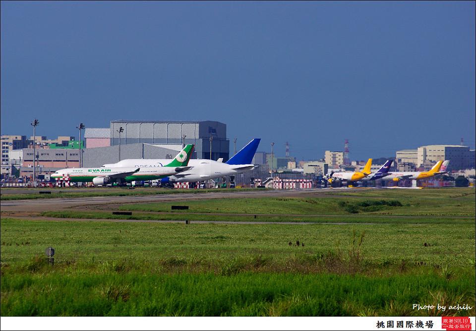 Boeing 747-409(LCF) Dreamlifter N747BC 001