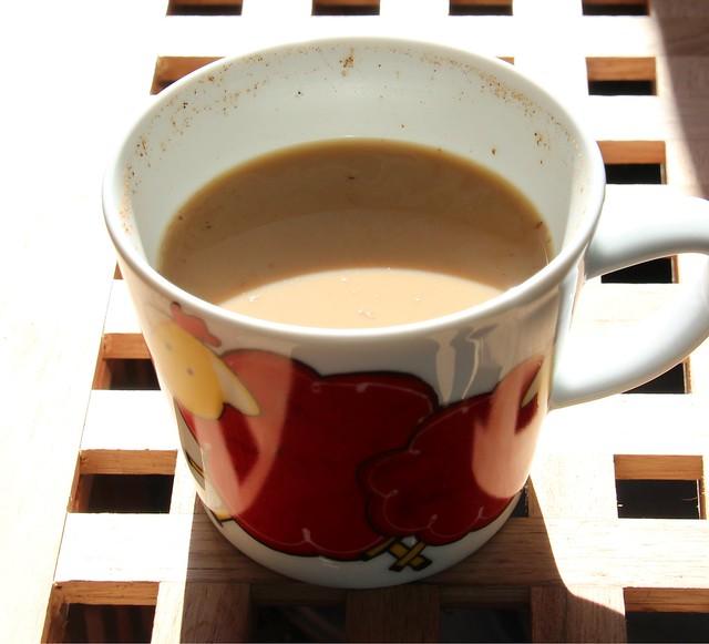 Café au lait with cinnamon