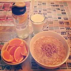 this is what hungry at 6am gets you. #honey #oatmeal with #granola , a cut up #orange , #milk and #citrus #water