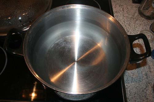 59 - Topf mit Wasser aufsetzen / Heat up water