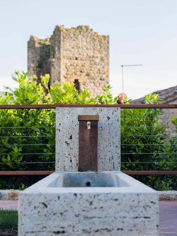 Fontana e vecchia torre