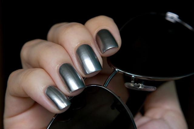 Layla Mirror effect 01 Metal chrome