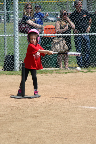 Auttie_Hitting-ball