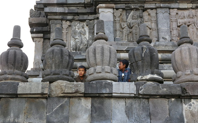 Peek-a-boo kids at Pramanan Shiva temple
