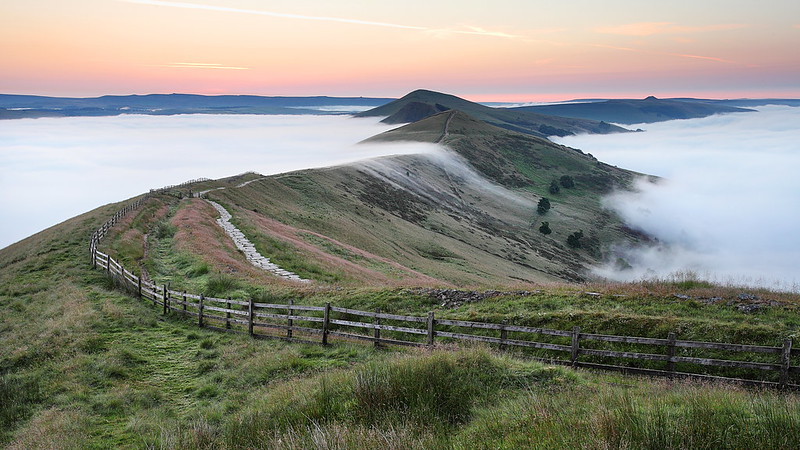 Cloud/Temperature inversion on the great ridge in the Derbyshire Peak District