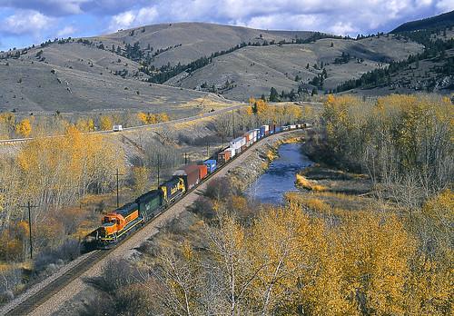 railroad santafe fall train river montana fallcolor bnsf mrl intermodal sd402 sd452 montanaraillink intermodaltrain avonmontana bnsfsd402 snootsd402 littleblackfootriver mrl3rdsubdivision bnsf6859 santafesd452