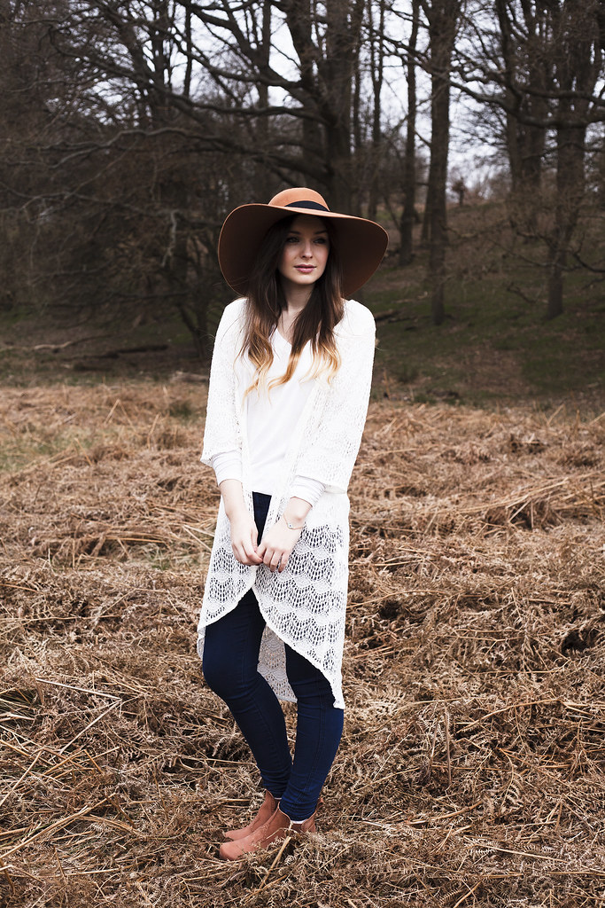 Hanna Kristina Photography MINKPINK kimono H&M hat Swedish Hasbeens Boots
