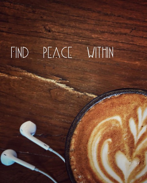 #coffee and #music are all you need to enjoy a good afternoon. #latte art
