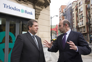 Esteban Barroso (derecha), Director General de Triodos Bank, y Joan Antoni Melé, Subdirector General.