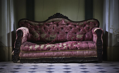 Bow Urbex - The couch by J@y C