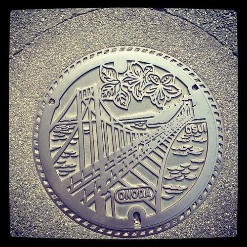 カラーじゃないのもあった。小野田の蓋。 #manhole #manholeunited