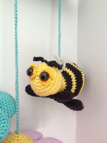 Amigurumi bee detail