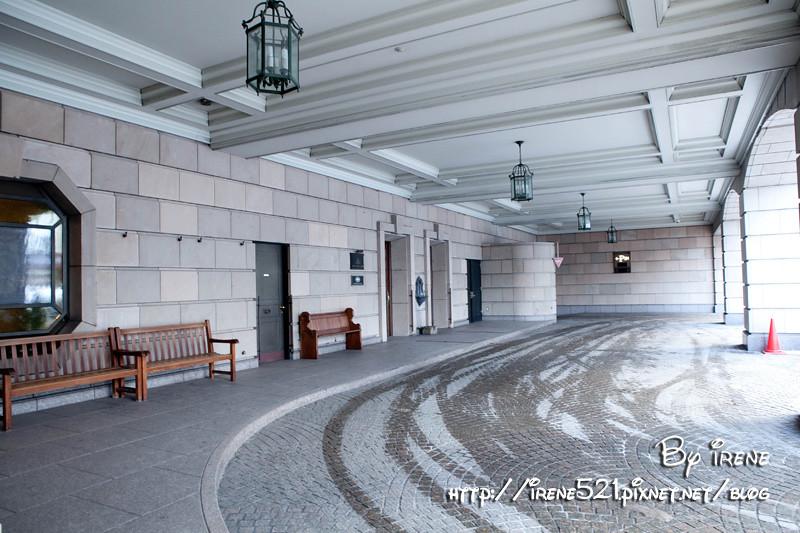 从入口到接待大厅,老旧中带著欧式复古风格