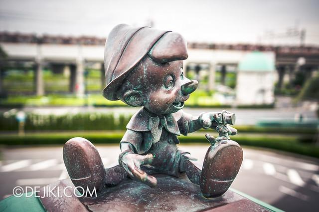 Tokyo Disneyland - Entrance Plaza / Maihama Gateway / Pinocchio