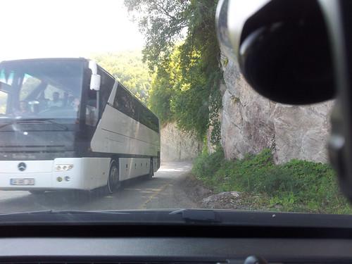 Jött egy busz