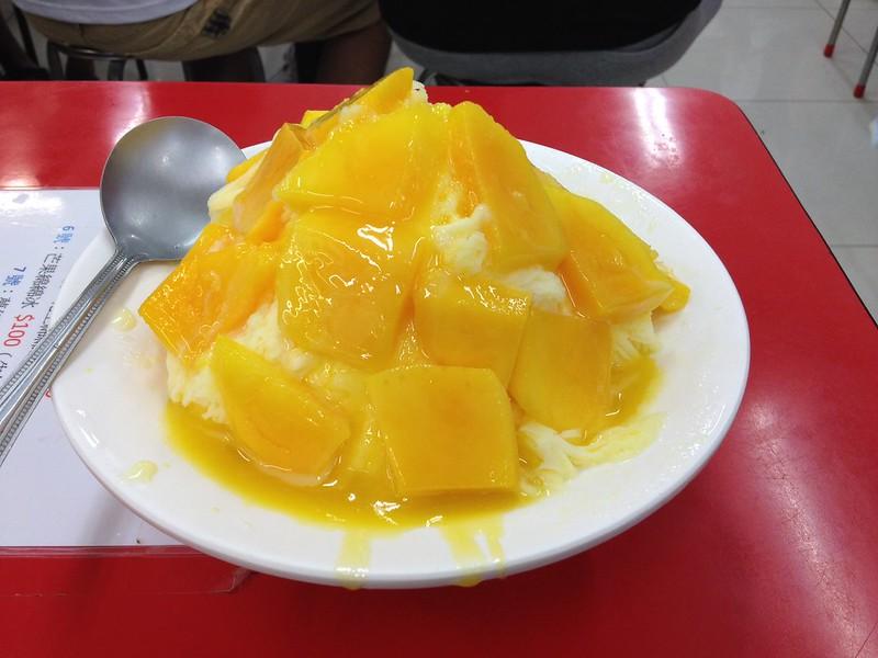 大きなマンゴーかき氷 by haruhiko_iyota