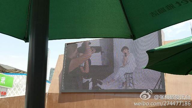 [pics] Yalget Exhibition Stands with Jang Keun Suk Images at Shanghai Cosmetic Expo_20140507 13940728948_341269d147_z