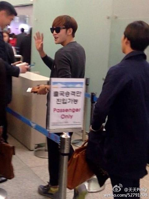 [Pics] JKS departs from Seoul to Beijing_20140425 14039400933_673646b328_z