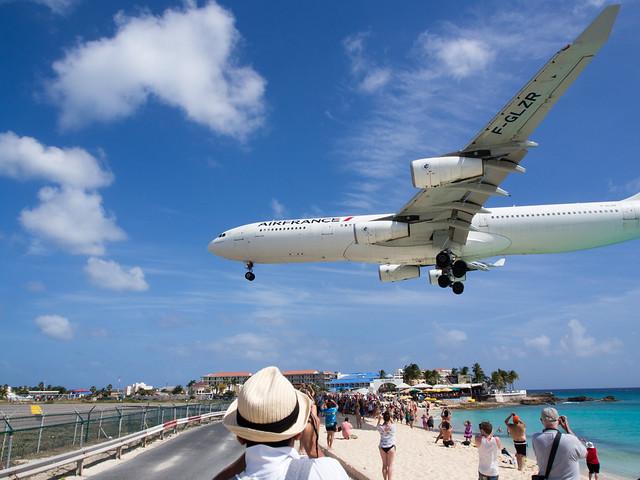 Air France A340 (F-GLZR) landing at SXM