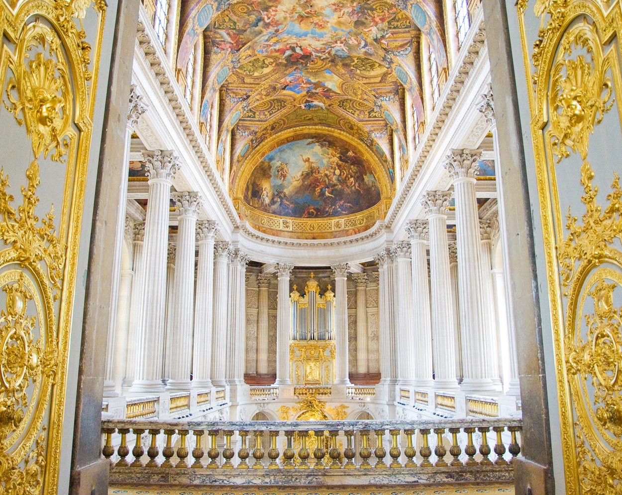 Chapel in Palace of versailles. Credit Thibault Chappe