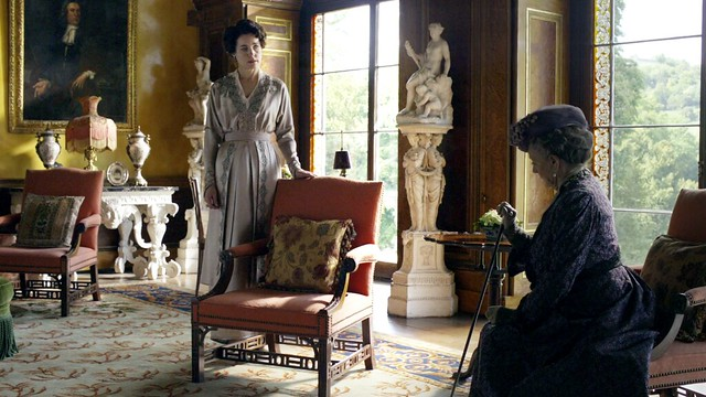 DowntonAbbeyS01E06_Coratansatin_chairs