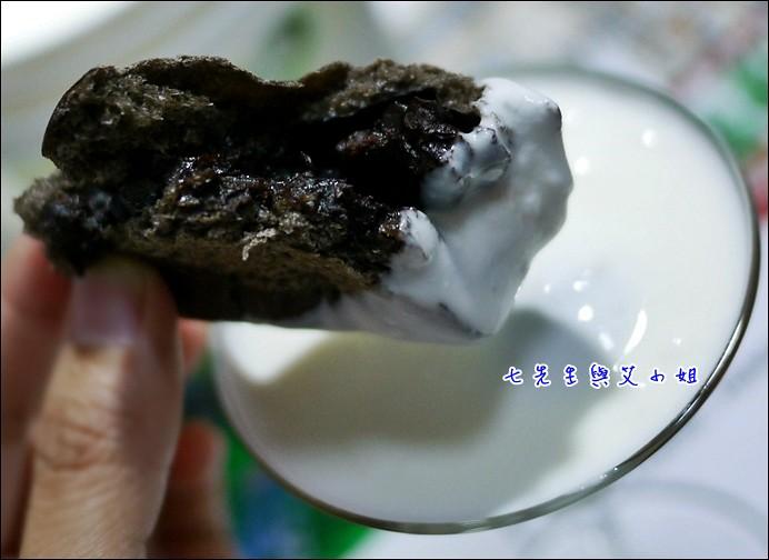 12 沾黑眼豆豆吃