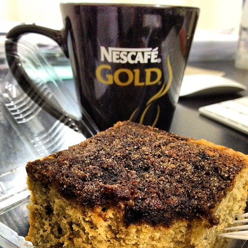 Is taim for a coffee break with a crackly crunchy coffee cake and a large, hot mug of coffee