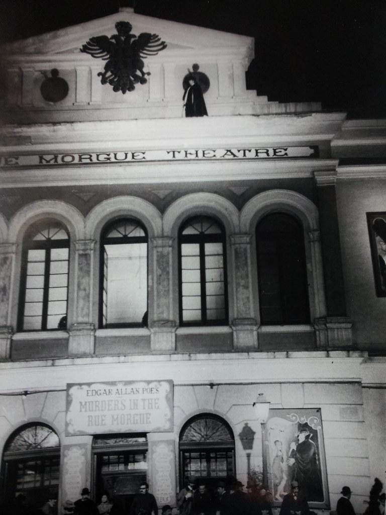 Rodaje de Murders in the Rue Morgue el 27 de octubre de 1970 en Toledo. Teatro de Rojas. Ildebrando Rodríguez Rossetti aparece en la cornisa del edificio