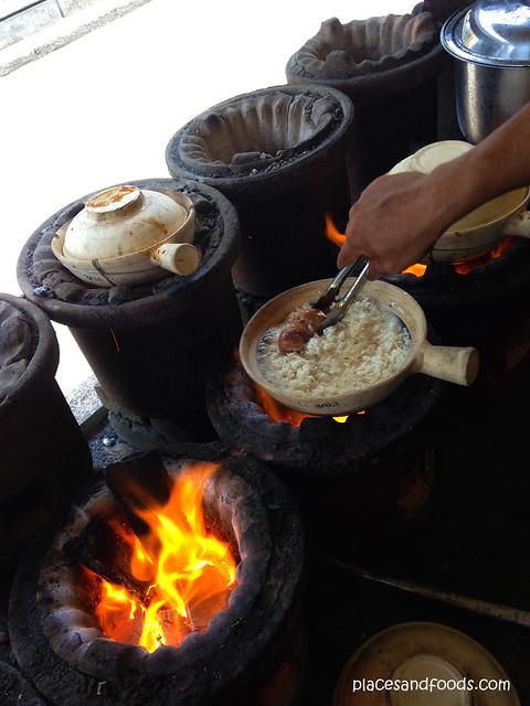 huen kee claypot chicken rice cooking