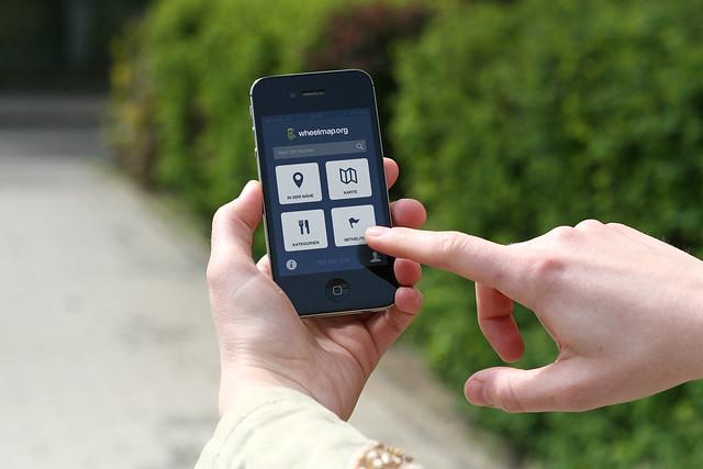 Smartphone wird bedient