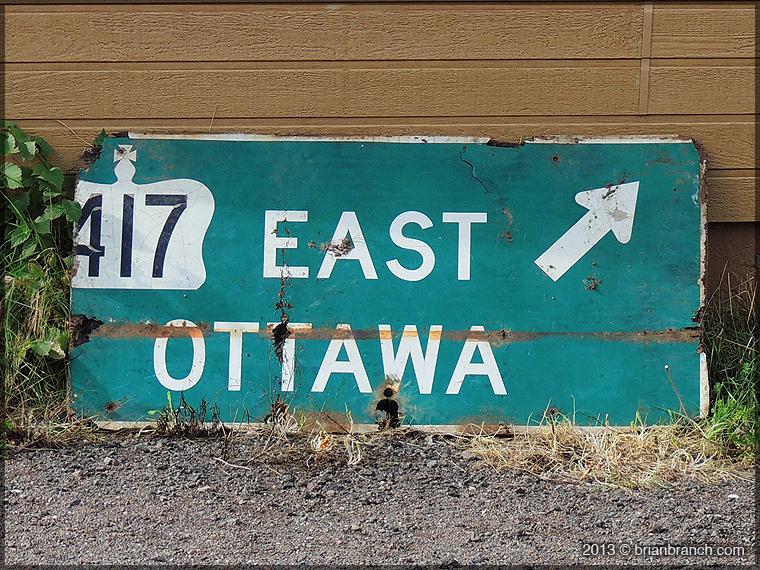 DSCN4112_east_ottawa_sign