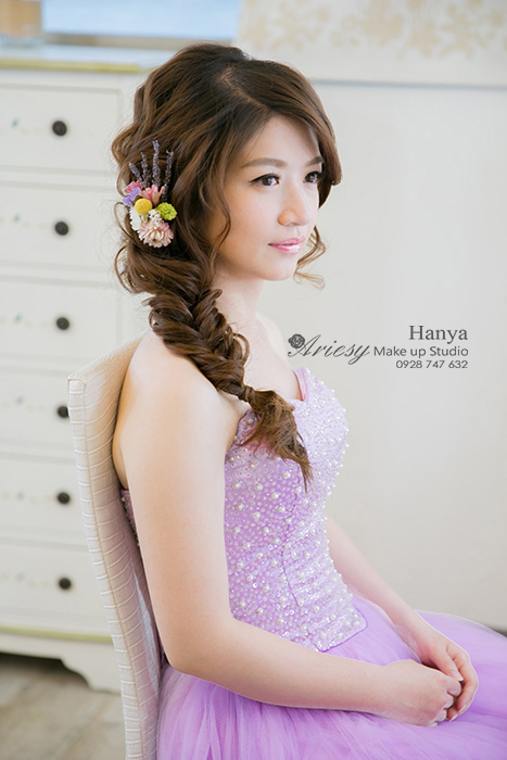 造型師Hanya,愛瑞思造型團隊,Dream婚紗工坊,魚骨編髮,蓬鬆編髮,花藝飾品,典雅白紗造型,韓國手工飾品,甜美可愛風