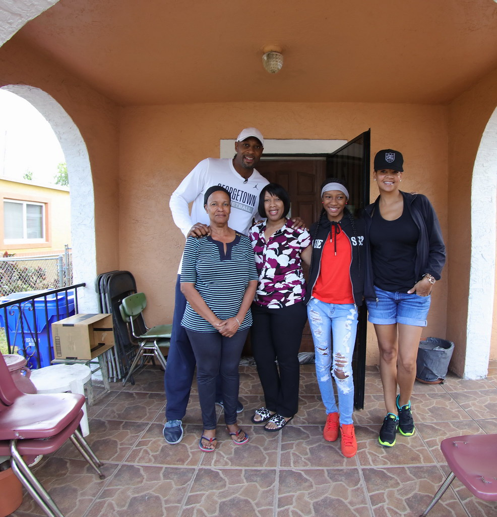 Overtown Youth Center Thanksgiving with Alonzo and Tracy Mourning 2016  039