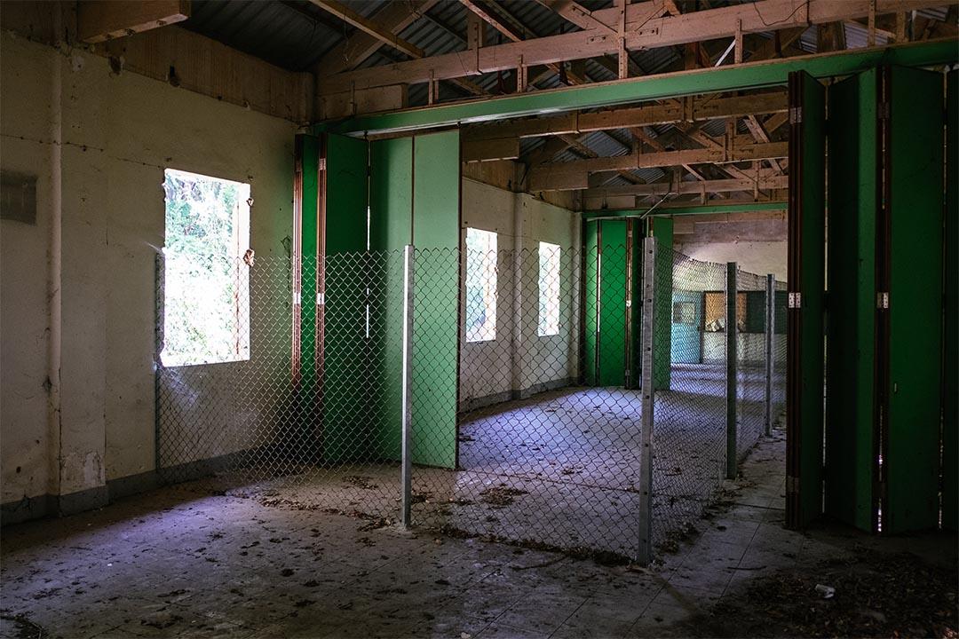 棄置村校華封學校。