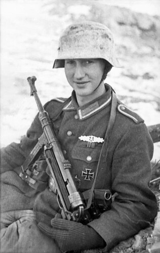German soldier with an MP 40 on the Eastern Front, 1943.