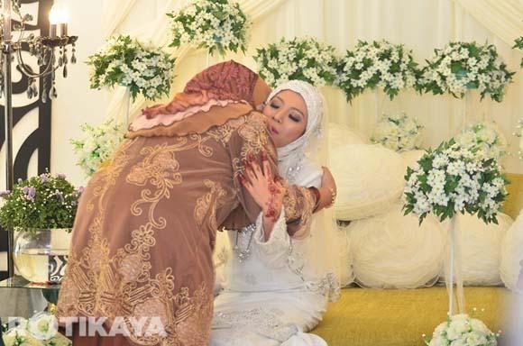 8922521207 3f2d3005d3 o Gambar Perkahwinan Izzue Islam dan Awin Nurin