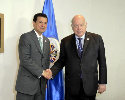 Secretario General recibió al Canciller de El Salvador