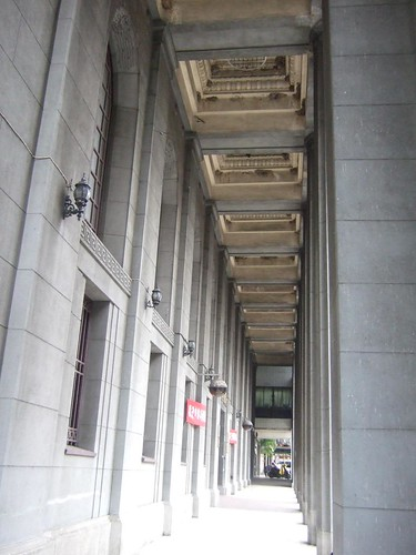 土地銀行の通路