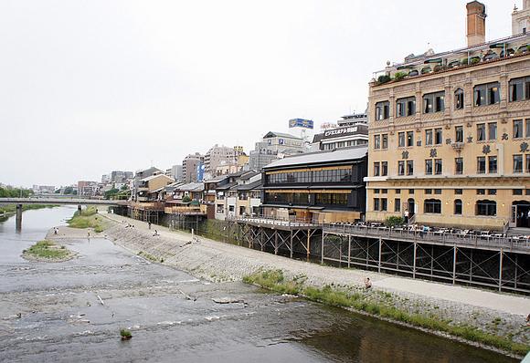 京都美食納涼床01