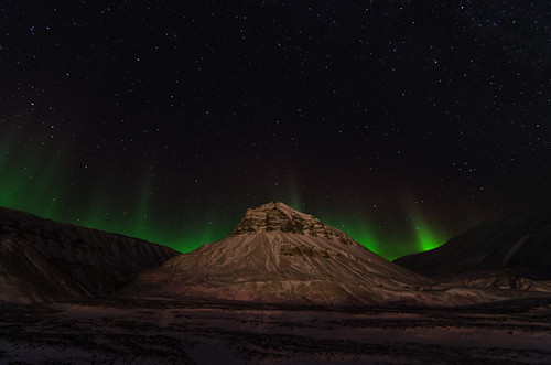 Northern lights above Sarkofagen, Svalbard