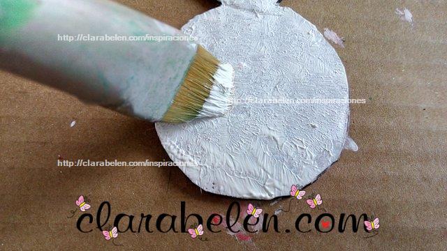 Tecnica de pintura mixta de acrilico y esmaltes en carton
